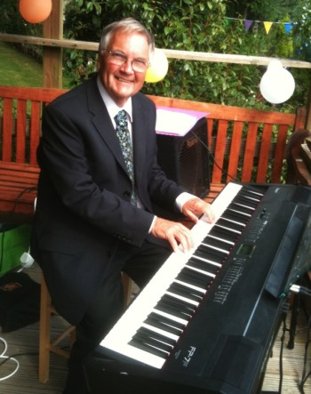 Alex Govier plays Professional Piano and Keyboards for hotels